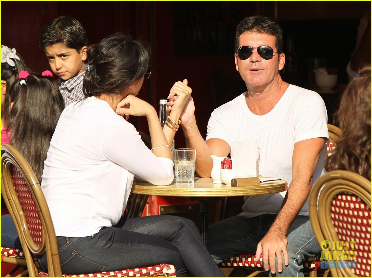 simon cowell kisses pregnant lauren silverman after dinner 132939689