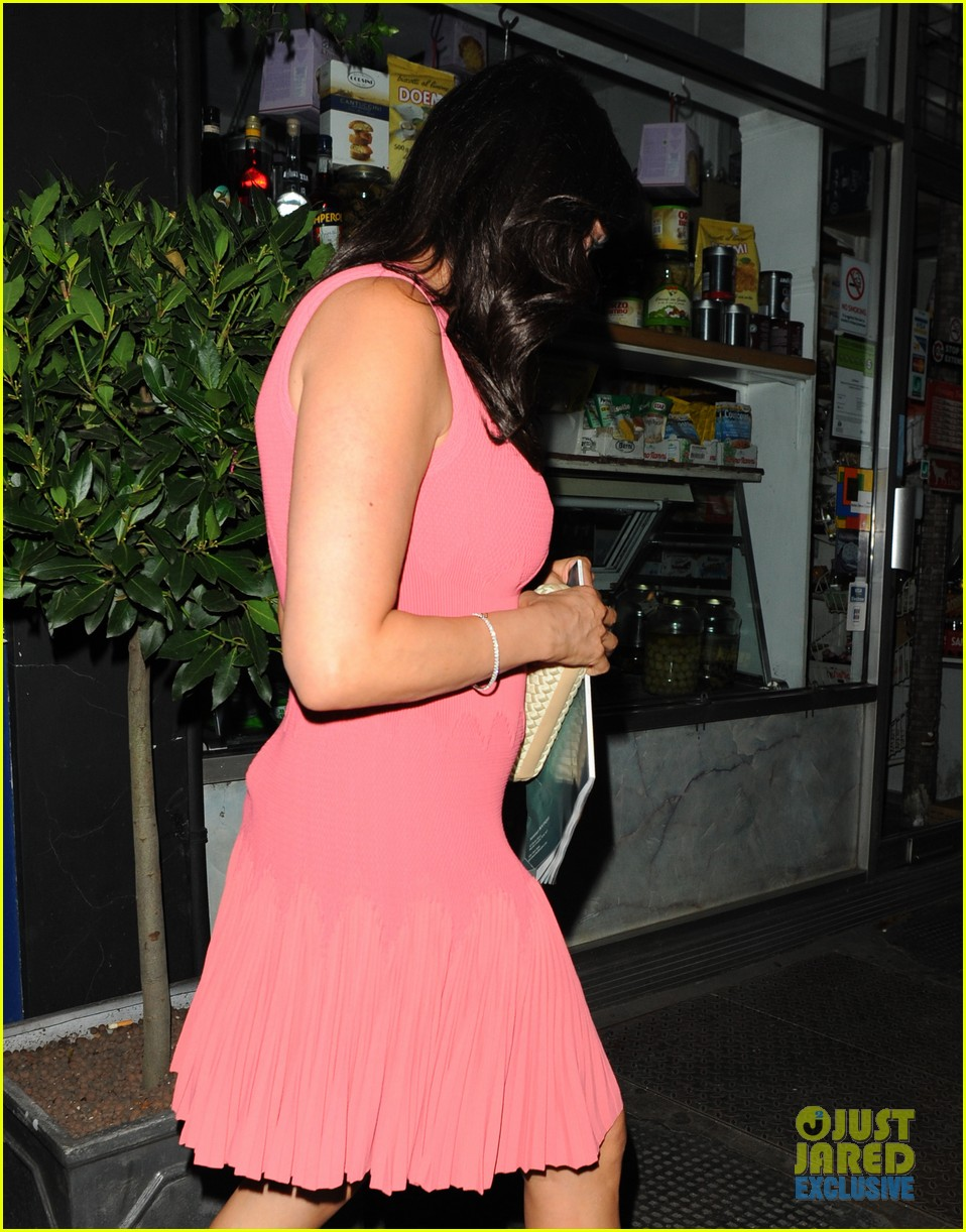 simon cowell kisses pregnant lauren silverman after dinner 172939693