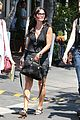 courteney cox grey cast for injured wrist 14