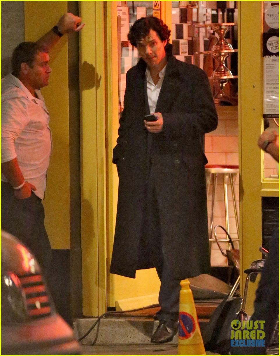 benedict cumberbatch films sherlock at new york pizza joint 042939511