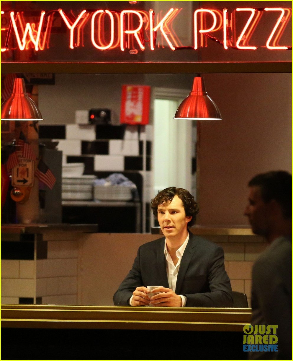 benedict cumberbatch films sherlock at new york pizza joint 102939517