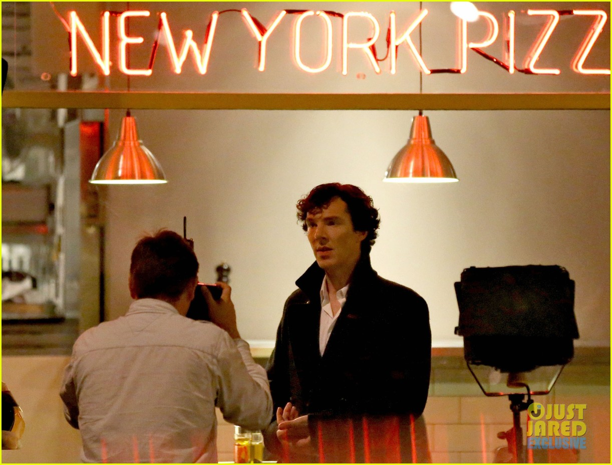 benedict cumberbatch films sherlock at new york pizza joint 112939518