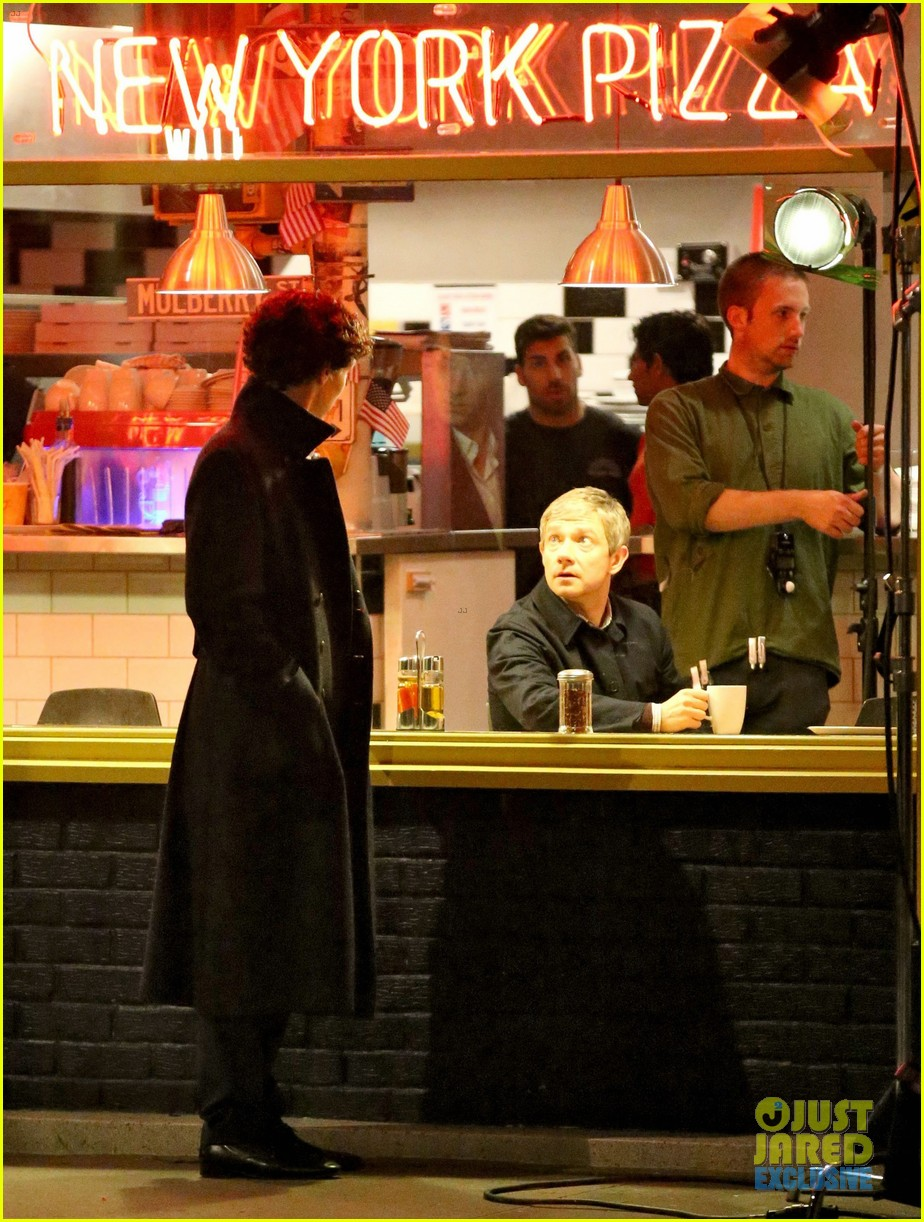 benedict cumberbatch films sherlock at new york pizza joint 142939521