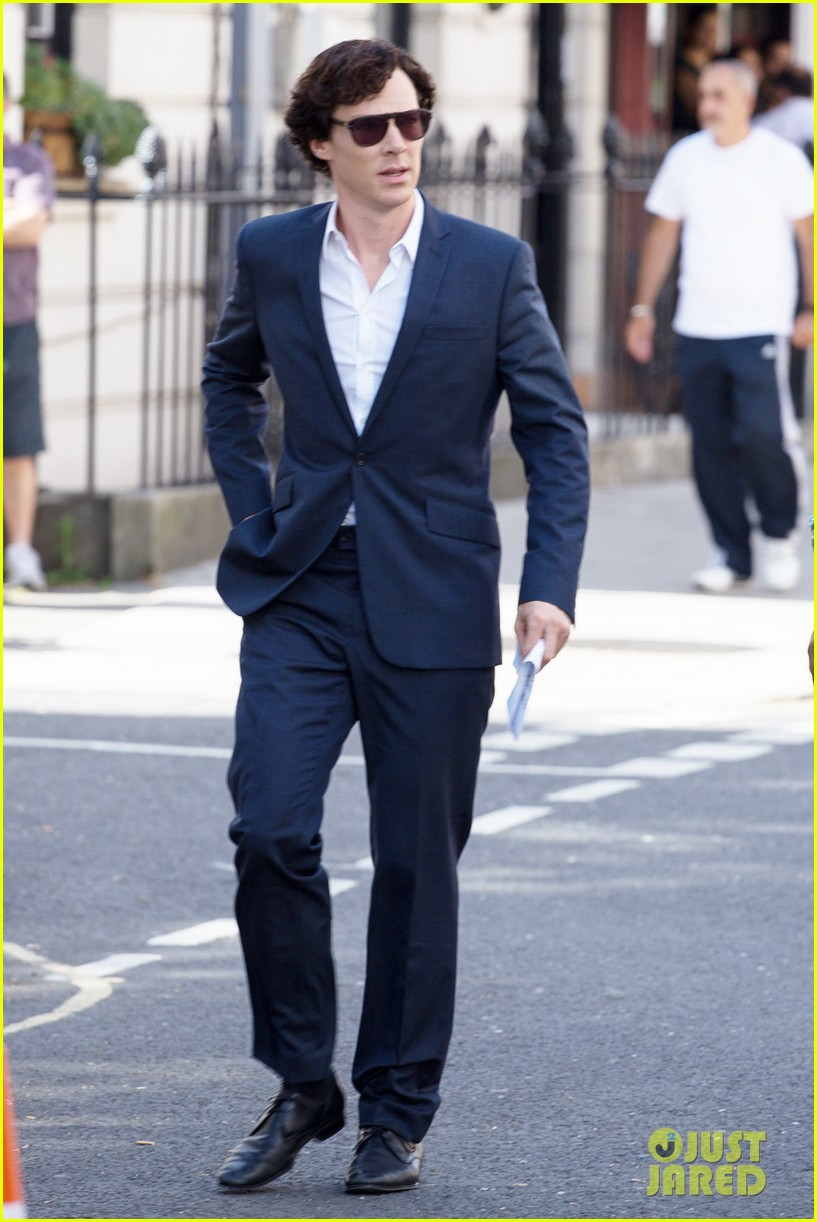 benedict cumberbatch suits up for sherlock 072934737