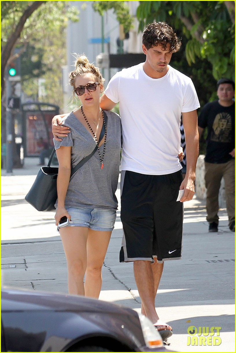kaley cuoco walks arm in arm with ryan sweeting 072923998