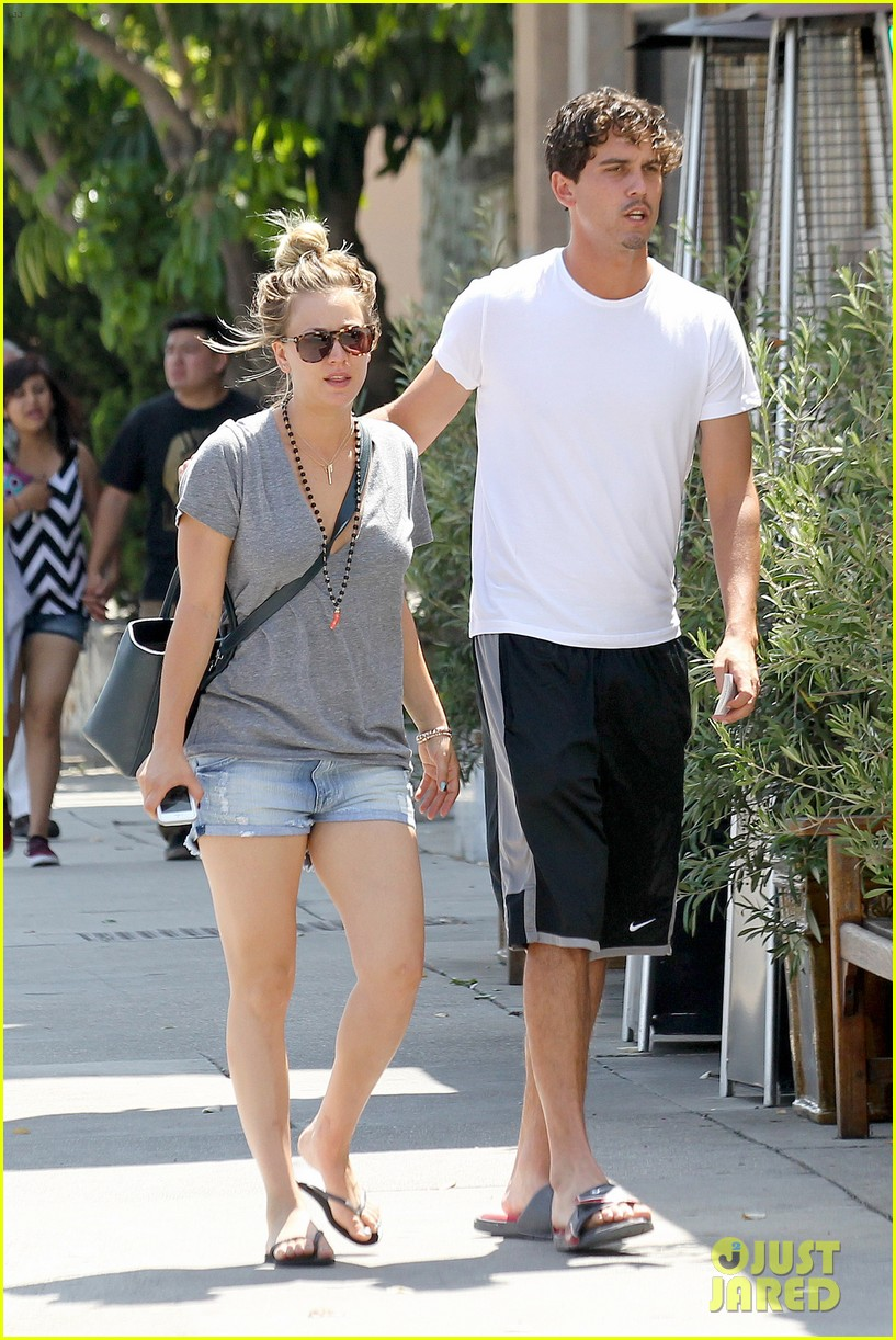 kaley cuoco walks arm in arm with ryan sweeting 102924001