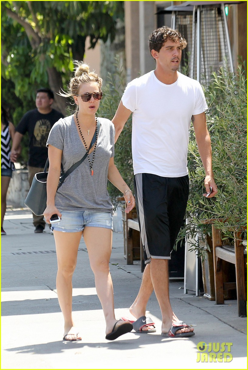 kaley cuoco walks arm in arm with ryan sweeting 112924002