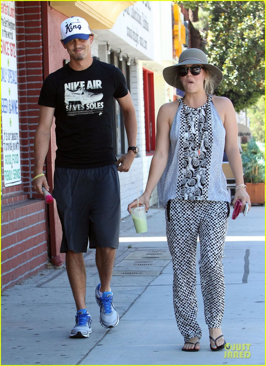 kaley cuoco ryan sweeting lunch after michael jackson marthon 012924253