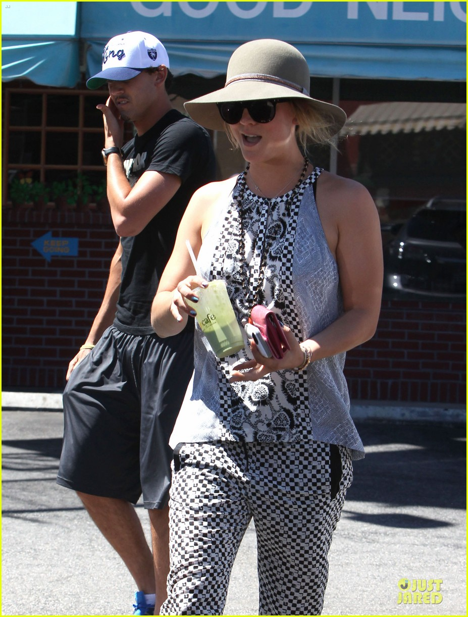 kaley cuoco ryan sweeting lunch after michael jackson marthon 062924258