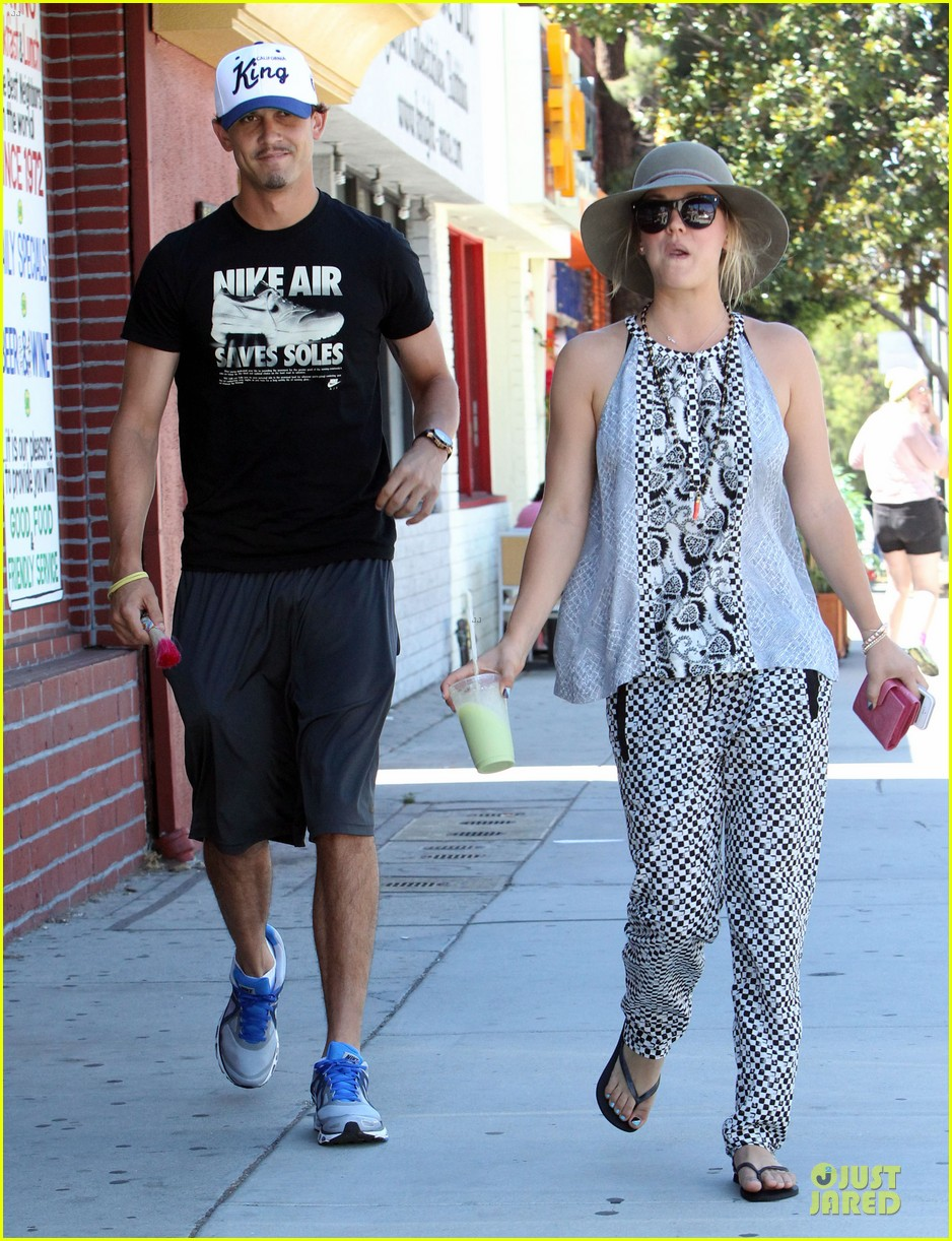 kaley cuoco ryan sweeting lunch after michael jackson marthon 082924260