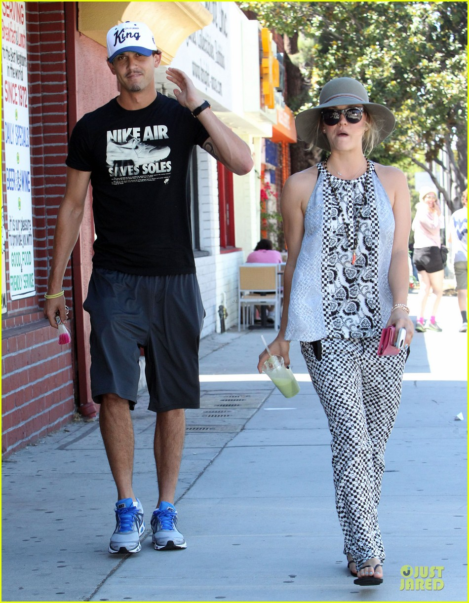 kaley cuoco ryan sweeting lunch after michael jackson marthon 102924262