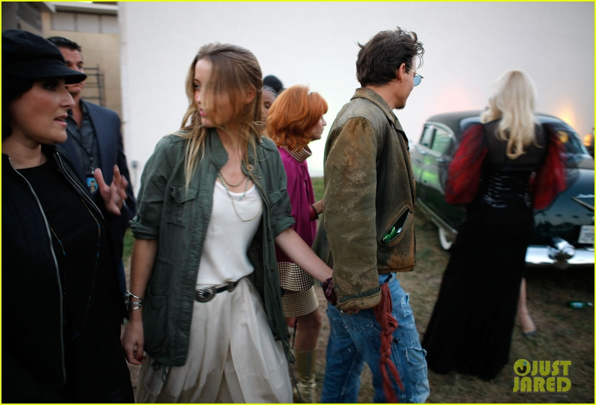 johnny depp amber heard hold hands at cry baby reunion 012933289