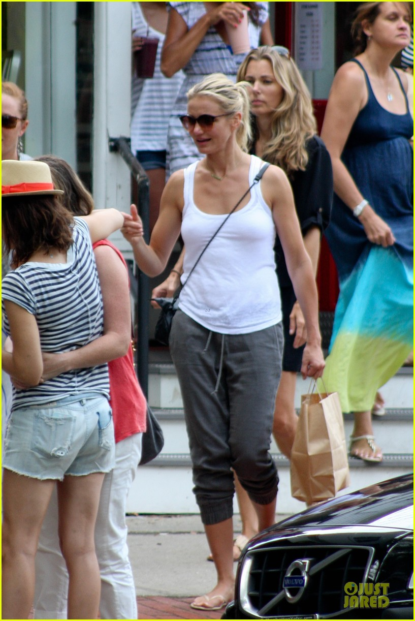 cameron diaz shows toned arms for friends gathering 082936418