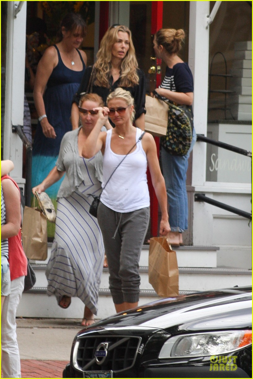 cameron diaz shows toned arms for friends gathering 092936419