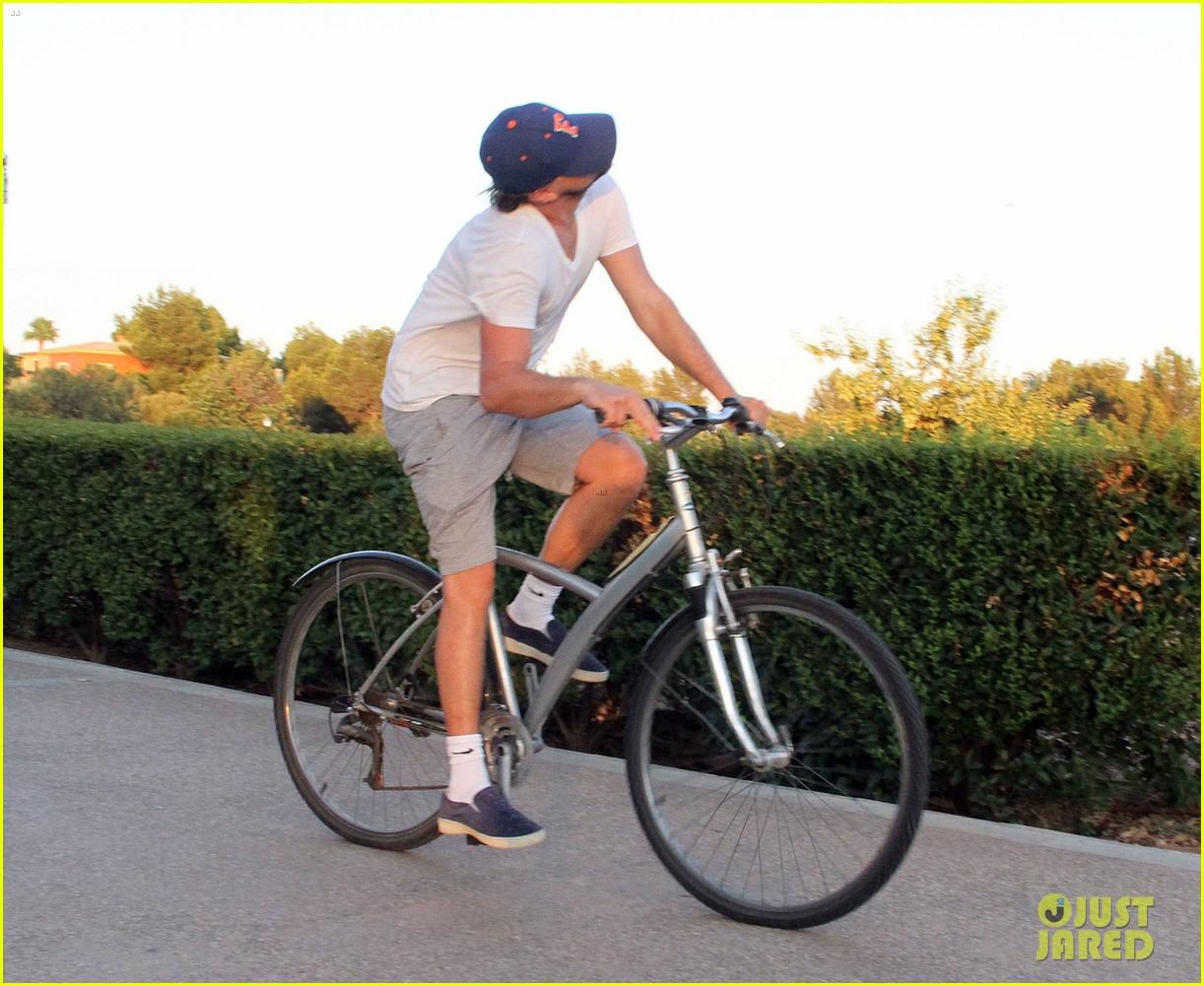 leonardo dicaprio toni garrn ride bikes together in spain 042930843