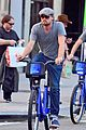 leonardo dicaprio citibike ride with lukas haas 14