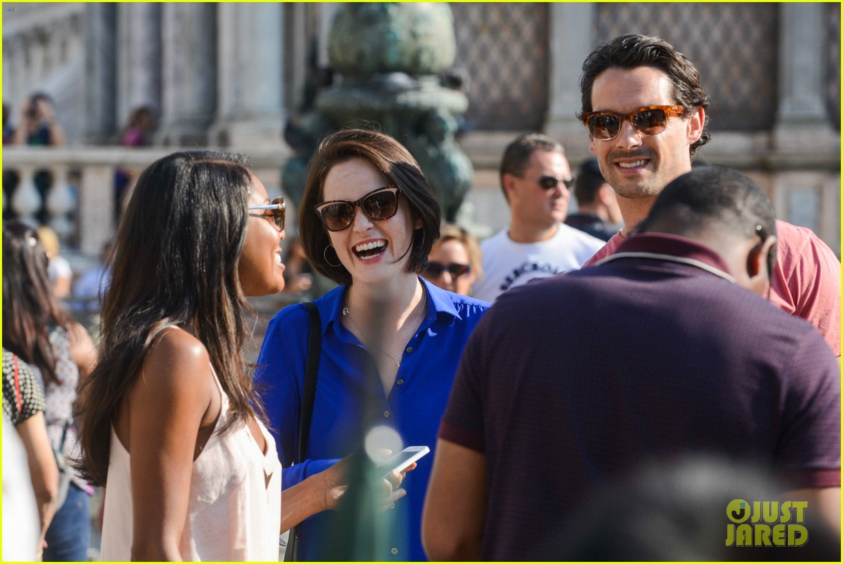 michelle dockery steps out with hunky new mystery boyfriend 132941394
