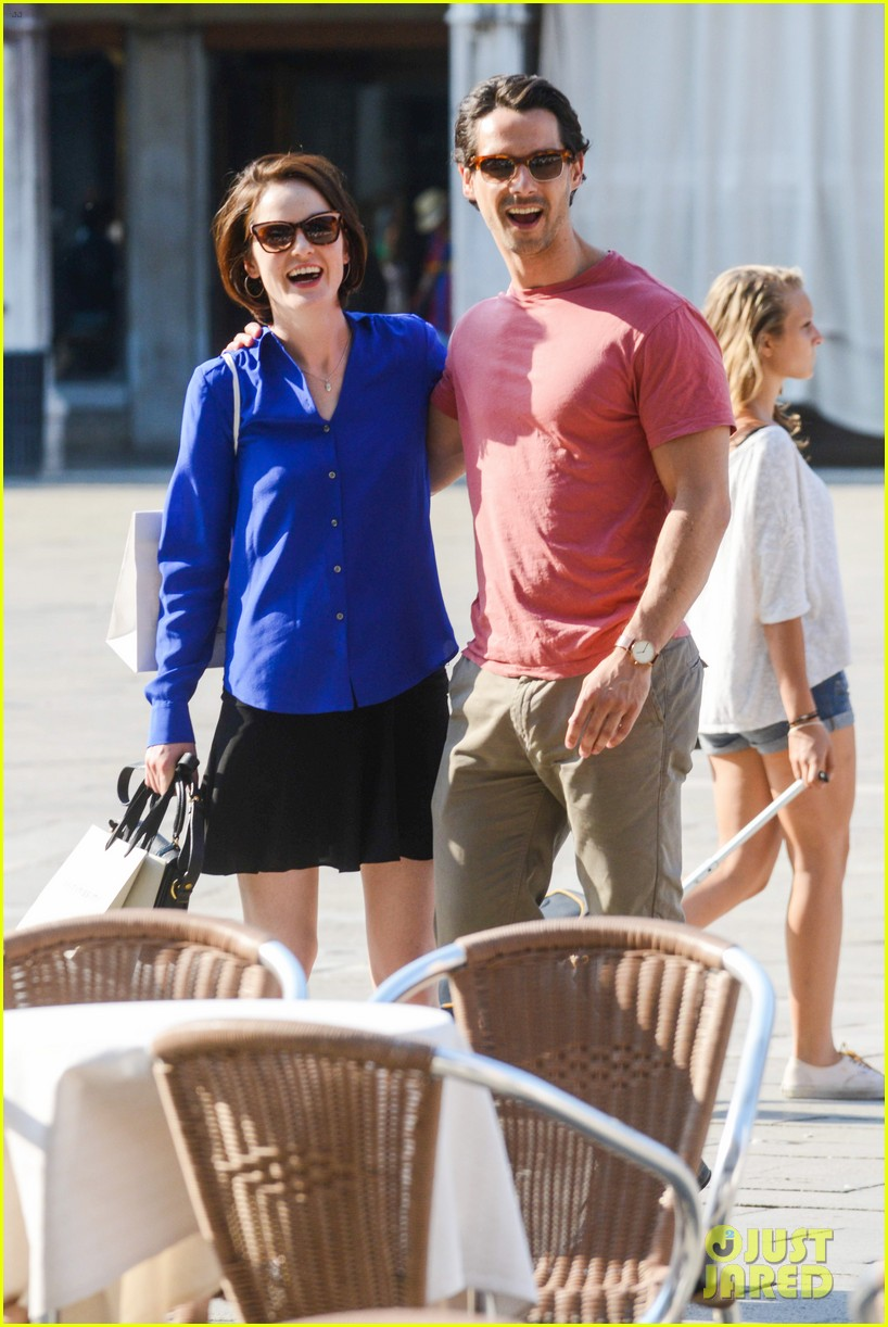 michelle dockery steps out with hunky new mystery boyfriend 172941398