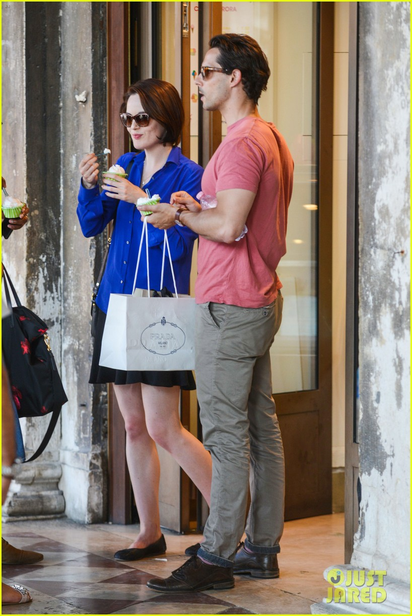 michelle dockery steps out with hunky new mystery boyfriend 23