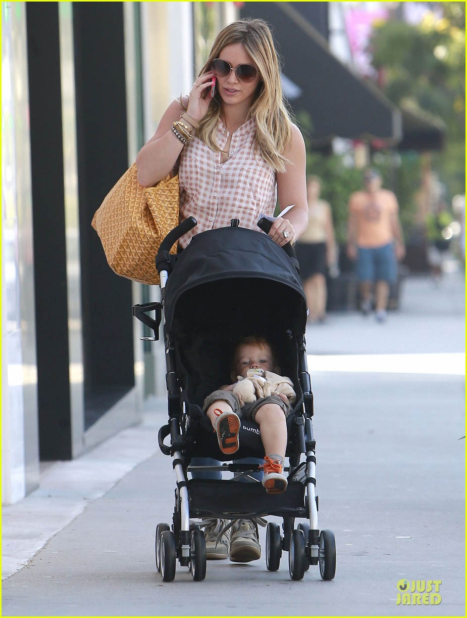 hilary duff mike comrie weekend breakfast with luca 112936786