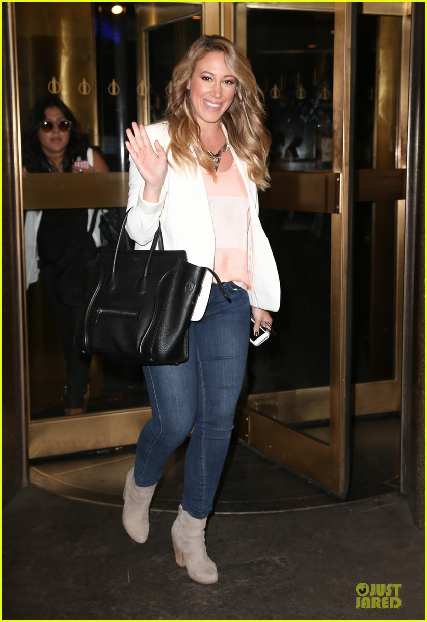 hilary duff mike comrie start weekend with groceries 032927374