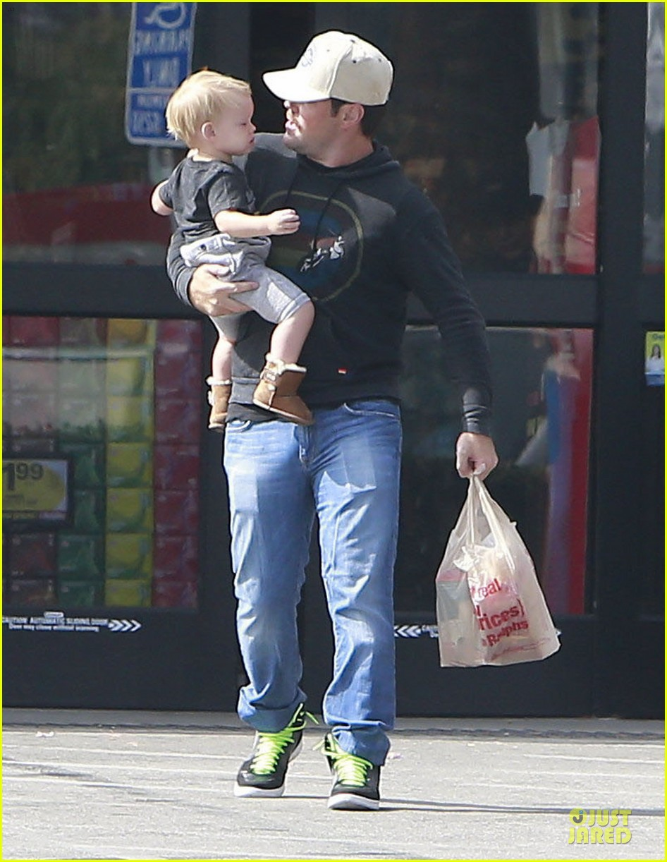 hilary duff mike comrie start weekend with groceries 052927376