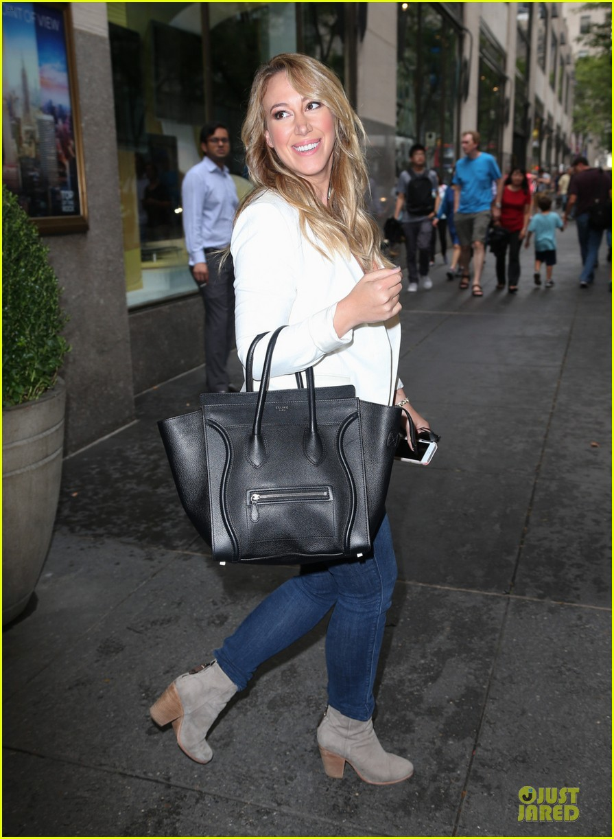 hilary duff mike comrie start weekend with groceries 072927378