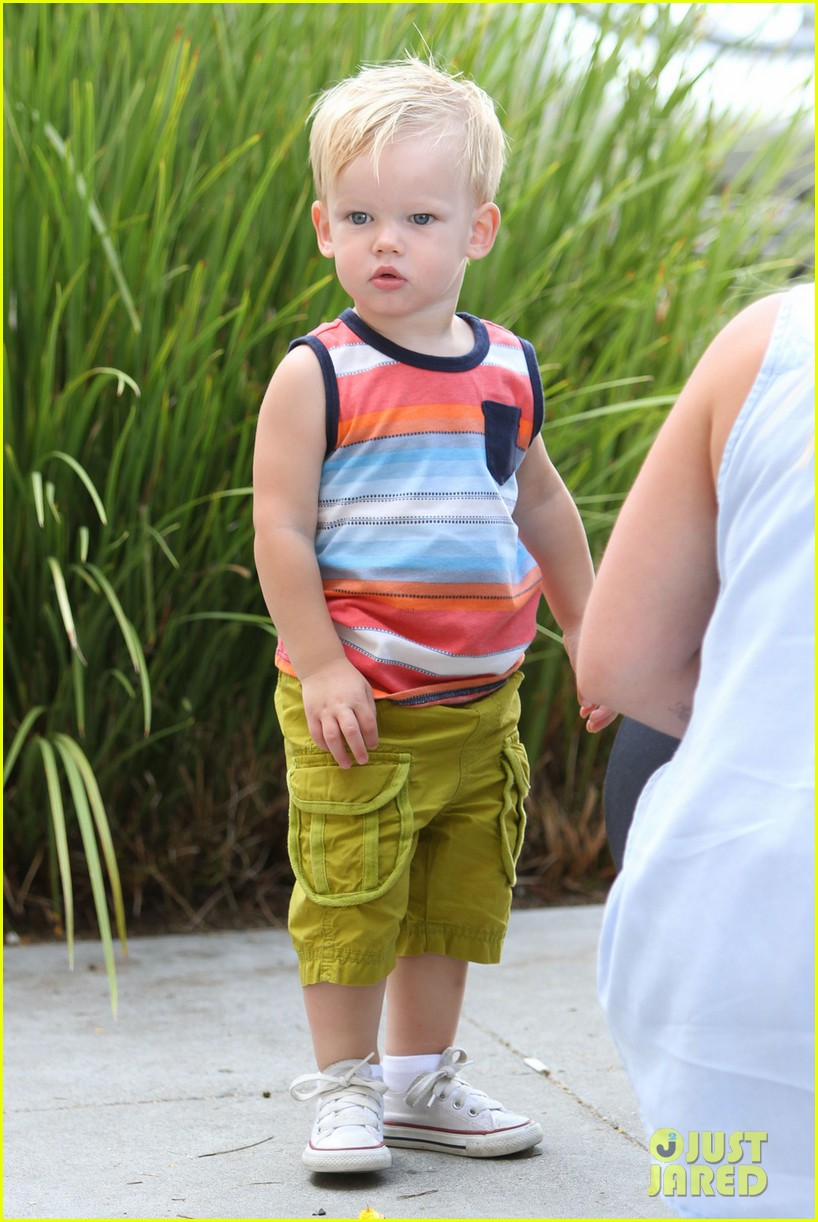 hilary duff mike comrie park day with luca 042939407