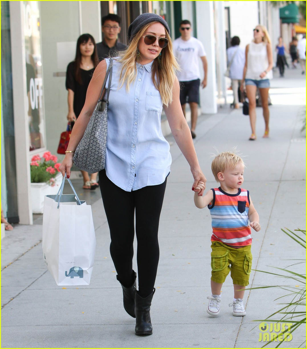 hilary duff mike comrie park day with luca 052939408