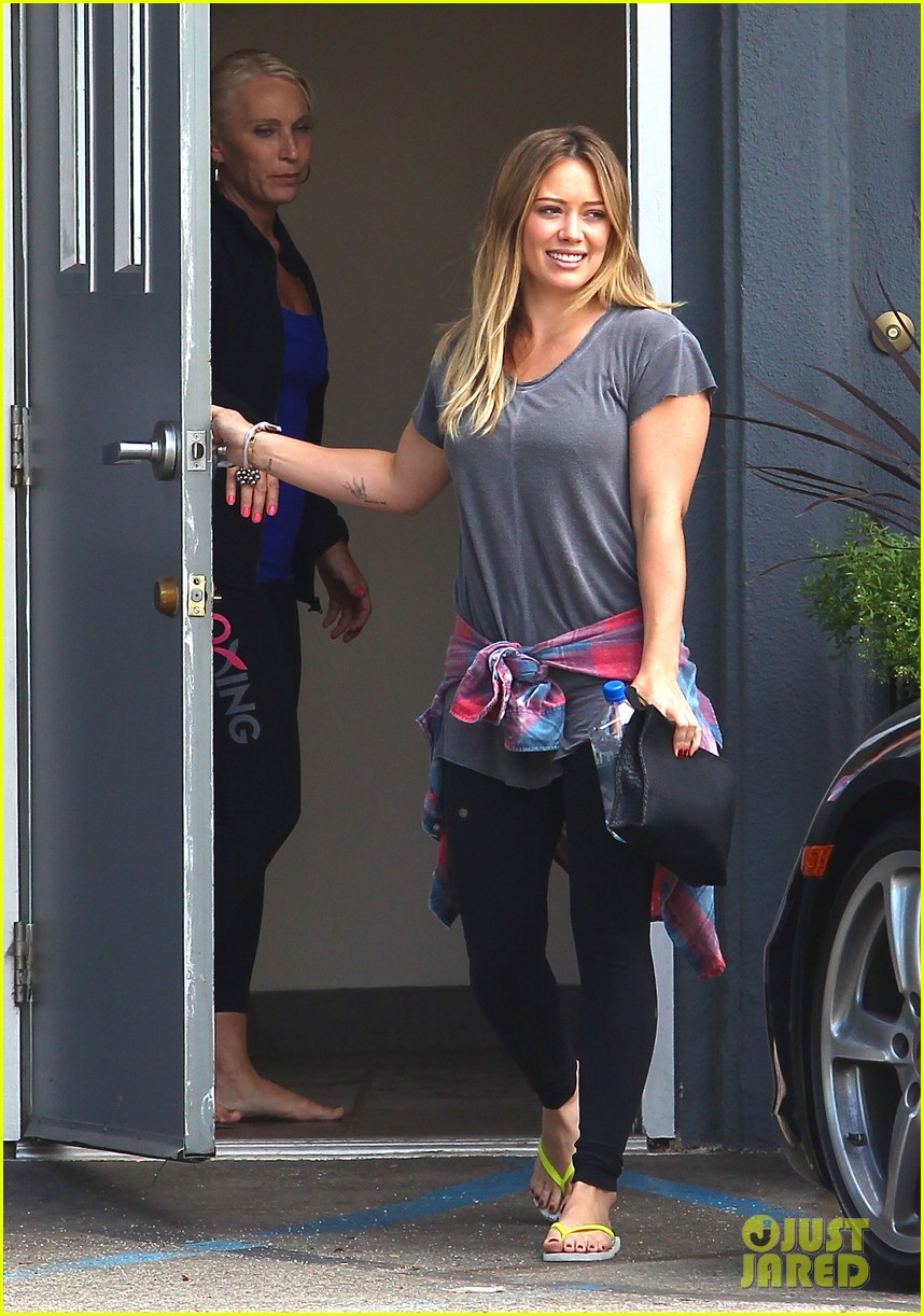 hilary duff mike comrie park day with luca 08