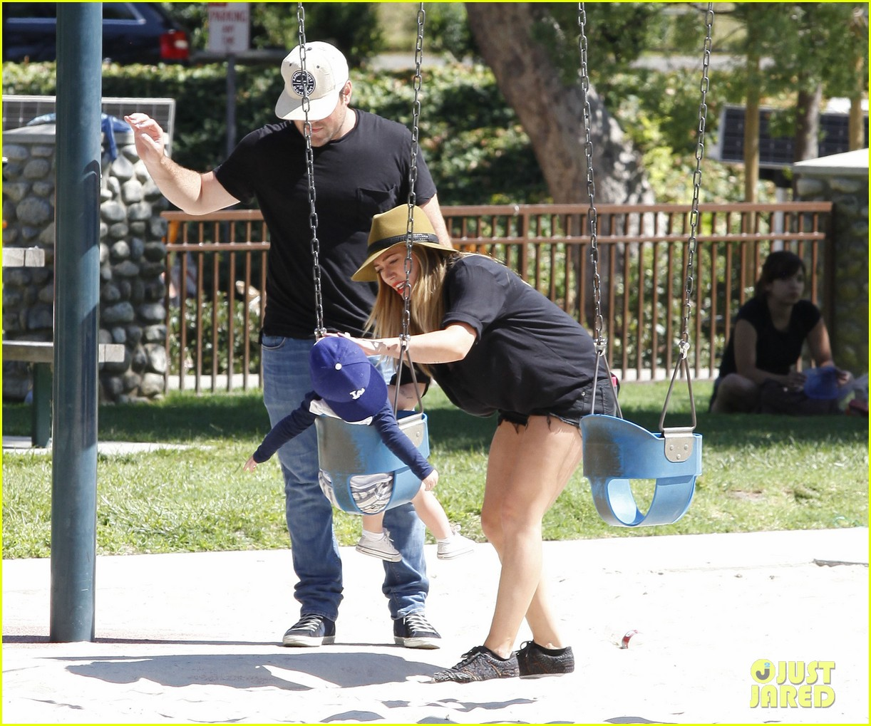 hilary duff mike comrie park day with luca 132939416