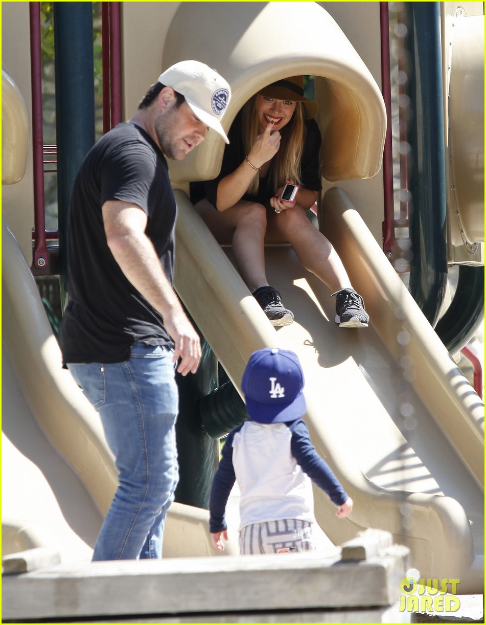 hilary duff mike comrie park day with luca 17