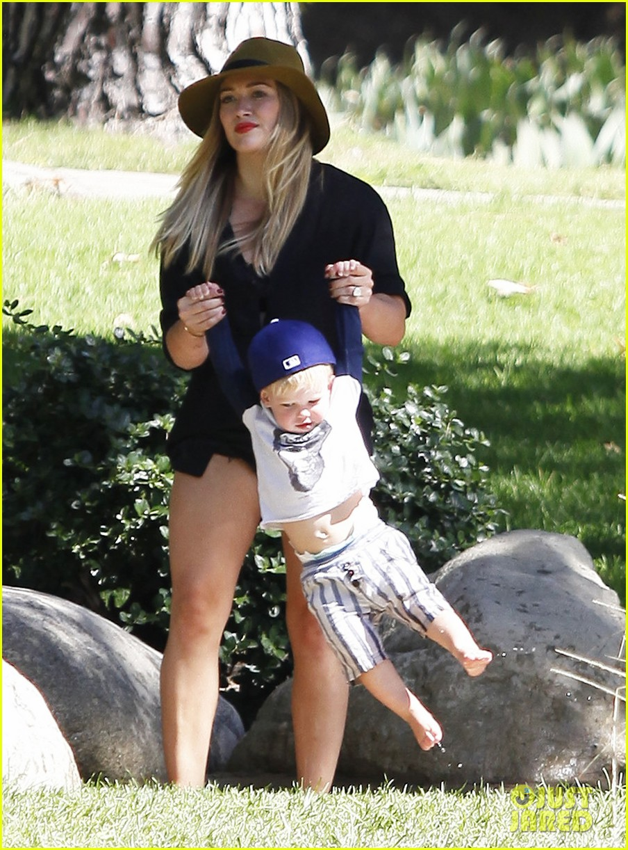 hilary duff mike comrie park day with luca 182939421
