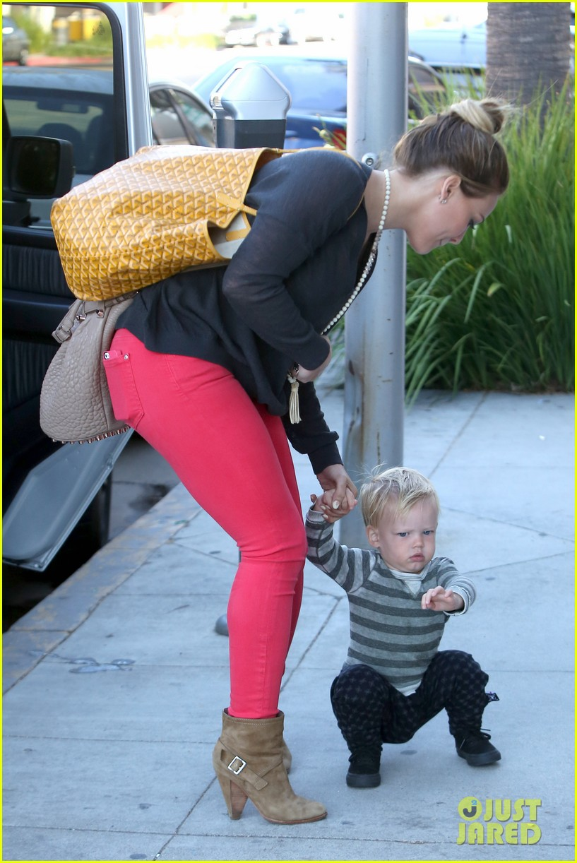 hilary duff has the perfect family says kelly osbourne 052934760