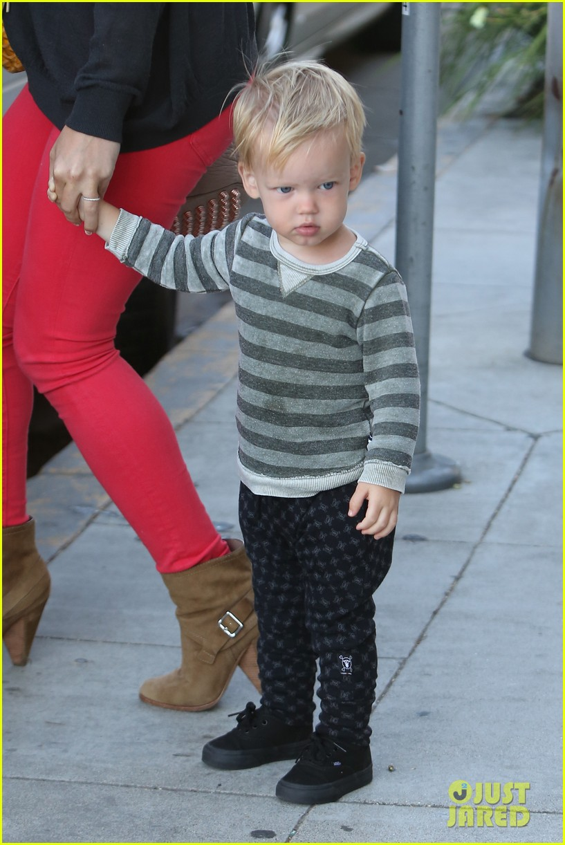 hilary duff has the perfect family says kelly osbourne 152934770