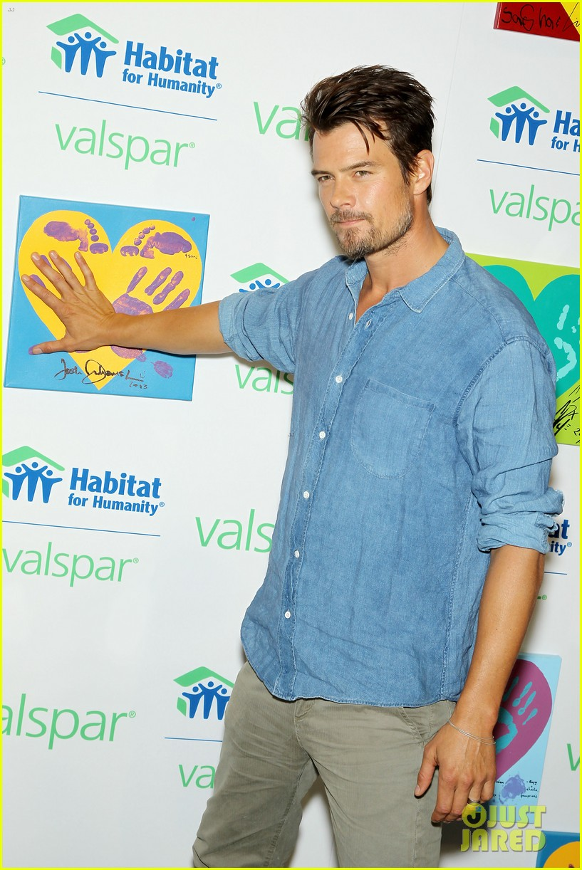 josh duhamel lends a helping hand at valspar charity event 122933460