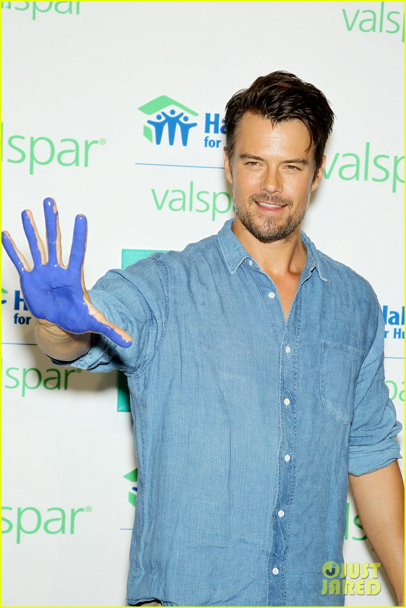 josh duhamel lends a helping hand at valspar charity event 142933462