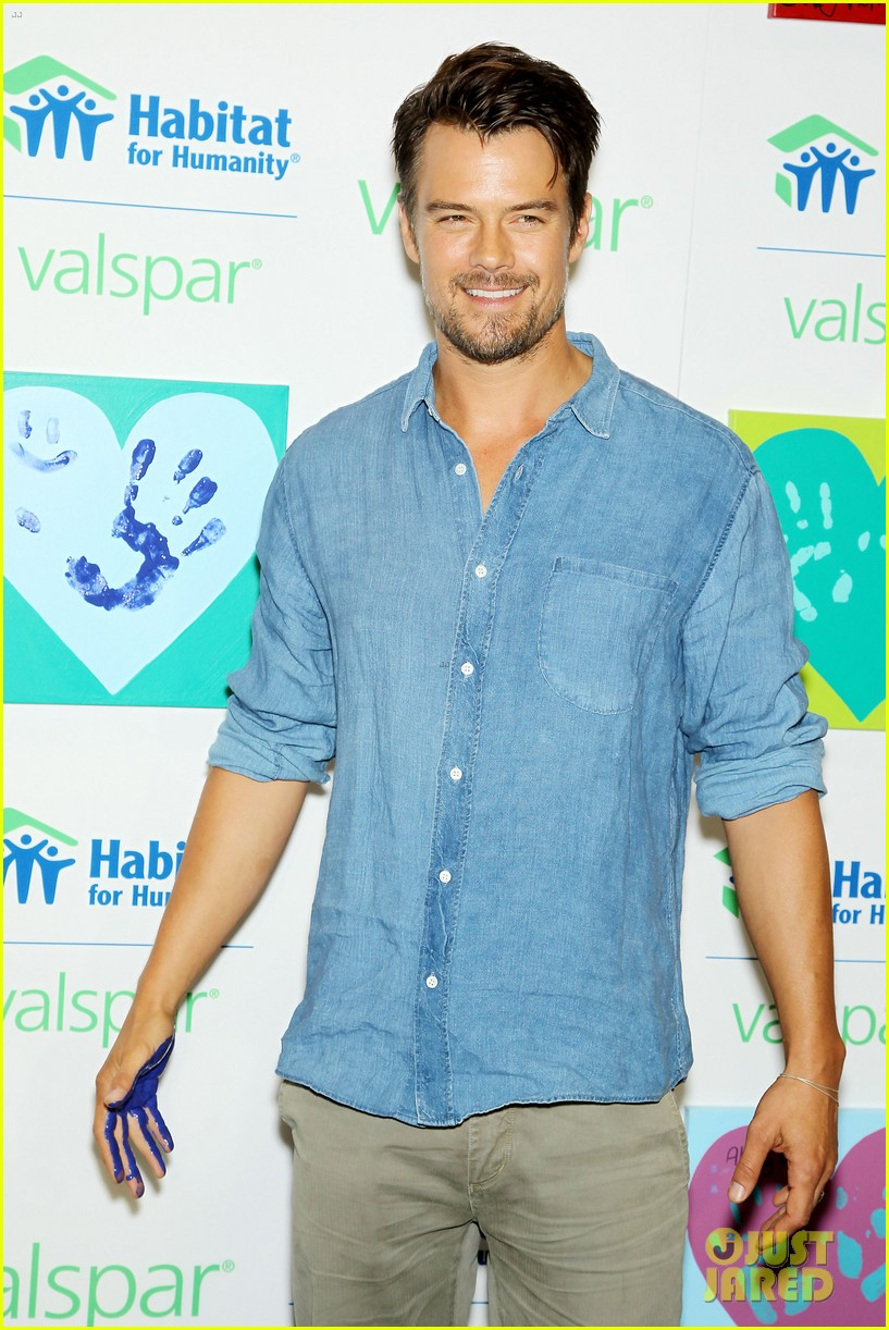 josh duhamel lends a helping hand at valspar charity event 152933463