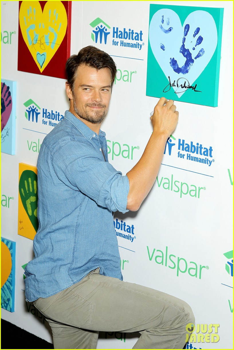 josh duhamel lends a helping hand at valspar charity event 162933464
