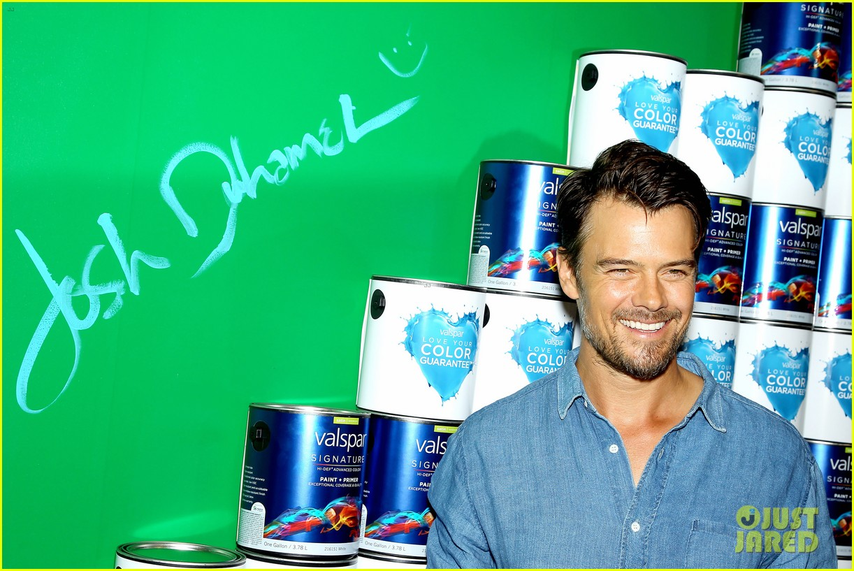 josh duhamel lends a helping hand at valspar charity event 172933465
