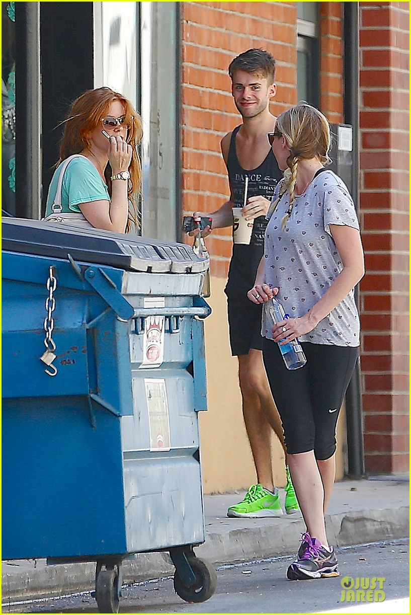 kirsten dunst isla fisher gym workout buddies 032933773