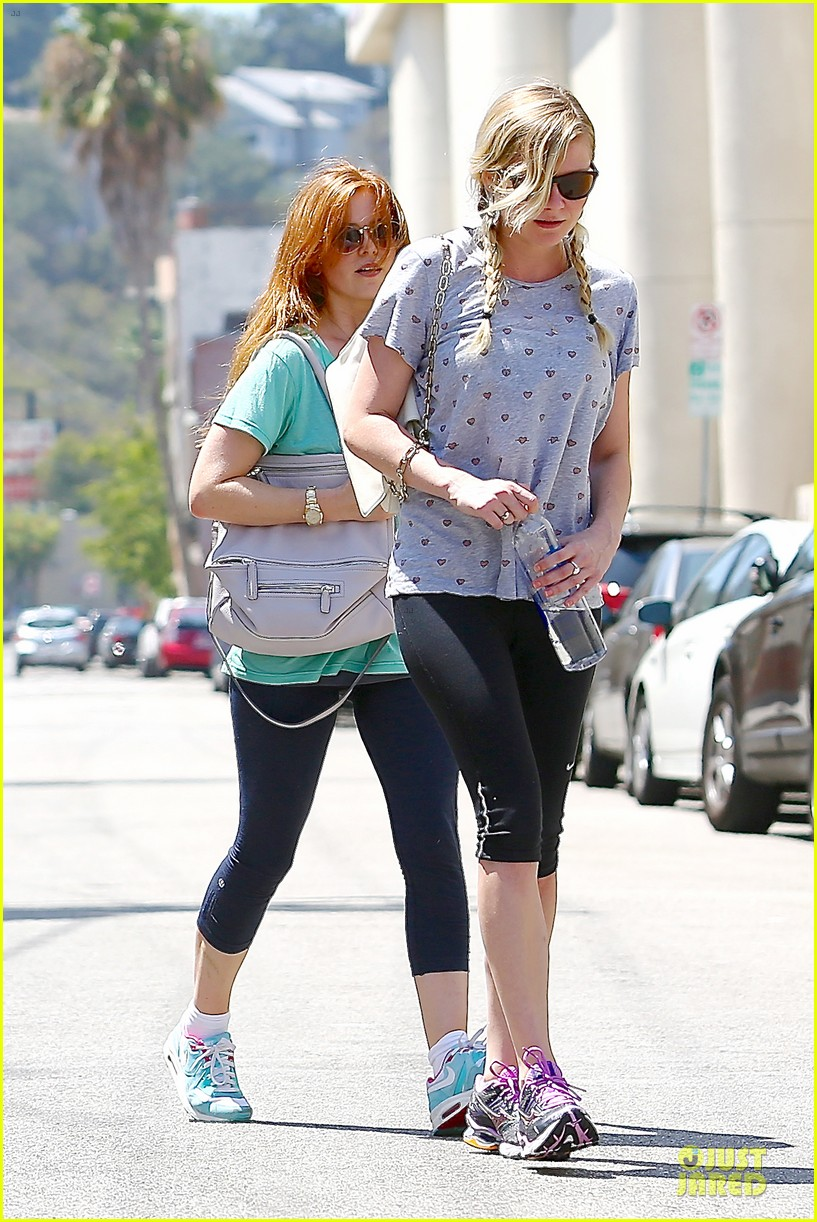kirsten dunst isla fisher gym workout buddies 102933780