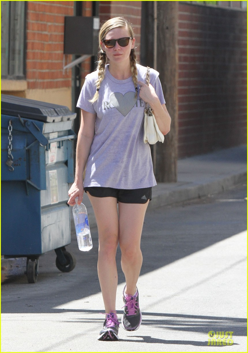 kirsten dunst hearts friday workouts 152931853