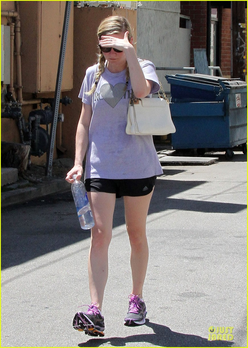 kirsten dunst hearts friday workouts 242931862