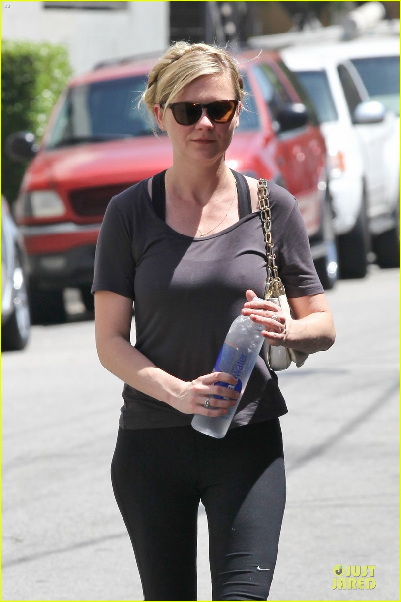 kirsten dunst continues water workout routine 022930357
