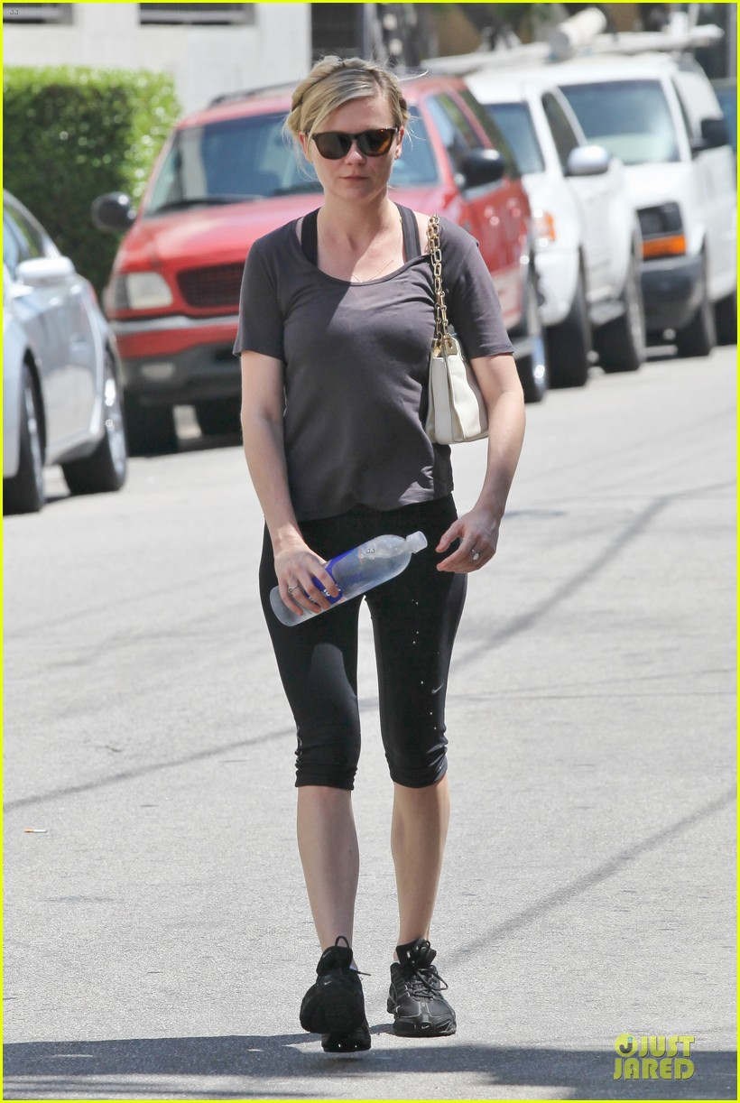 kirsten dunst continues water workout routine 062930361