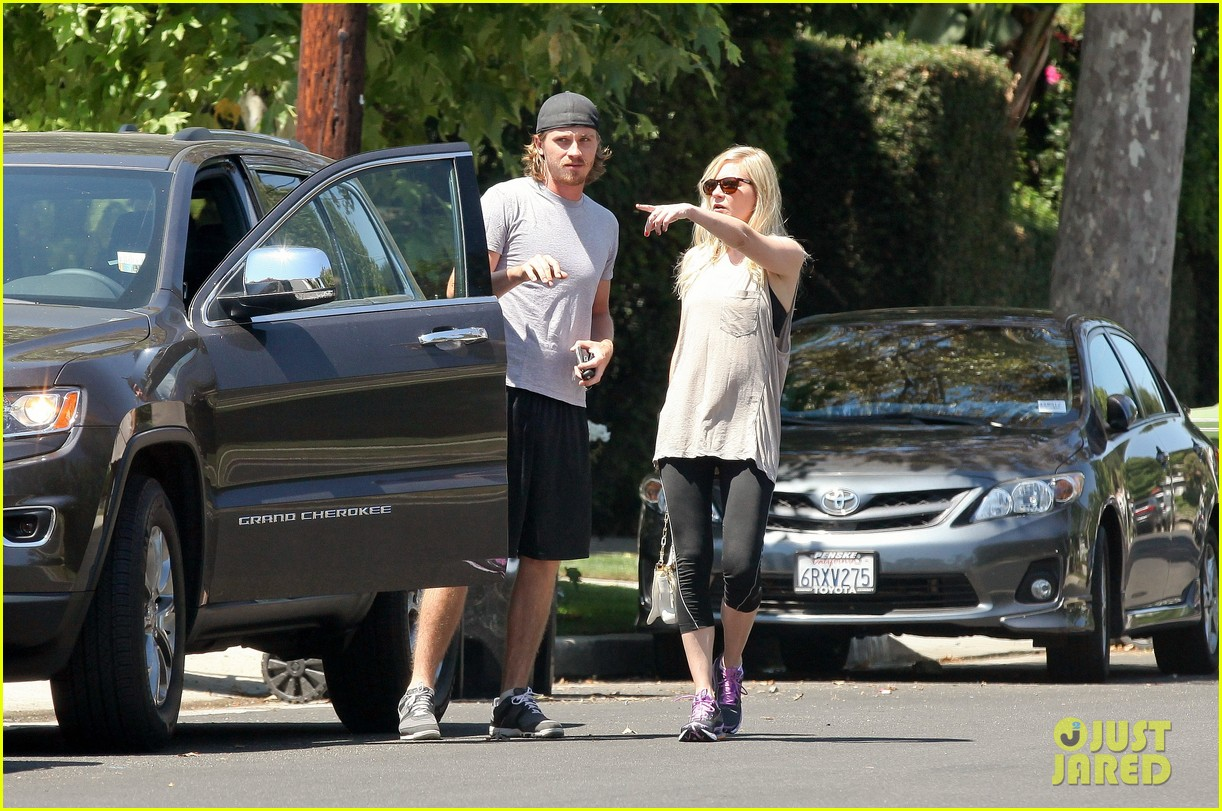 kirsten dunst garrett hedlund workout wednesday 122934967