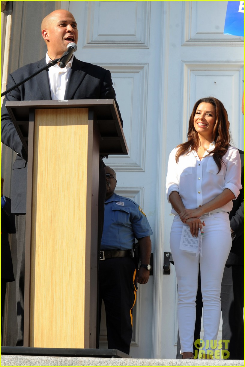 eva longoria supports cory booker for senate race 082929357