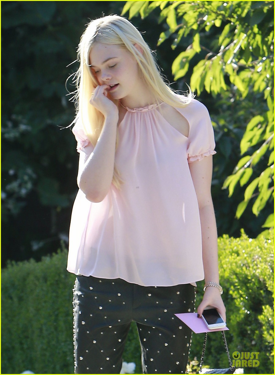 elle fanning visits friends on the weekend 042927538