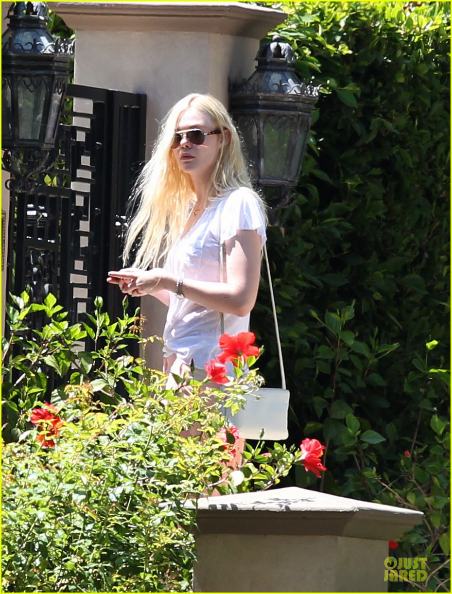 elle fanning visits friends on the weekend 182927552